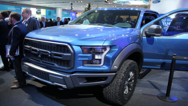 Ford Raptor unveiled at auto show_26496