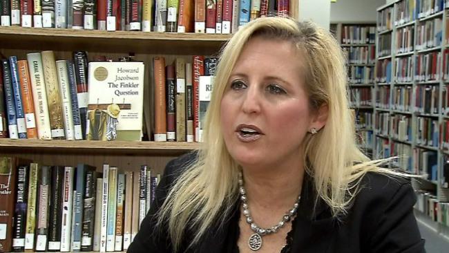 Bonnie Burdman goes to Netynahu speech_32987