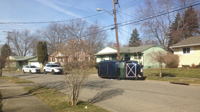 Car hits utility pole and overturns on Youngstown's south side_34624