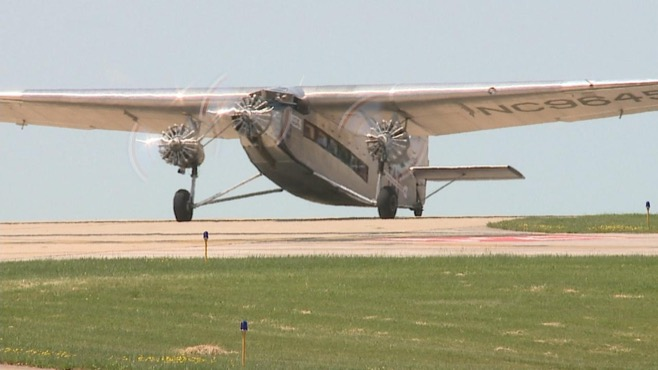'Tin Goose' ready for passengers at Youngstown-Warren Regional Airport_42265