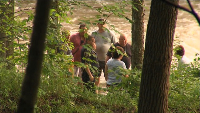 Rescue crews are searching Willow Grove Park for a missing youth who went into the water there._44255