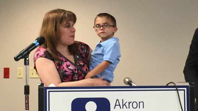 Younsgtown woman and child advocating for insurance for people who have kids with medical issues_42721