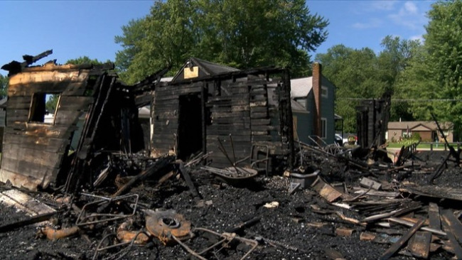Leavittsburg, OH fire spreads from garage to two houses; family suspects arson_47311