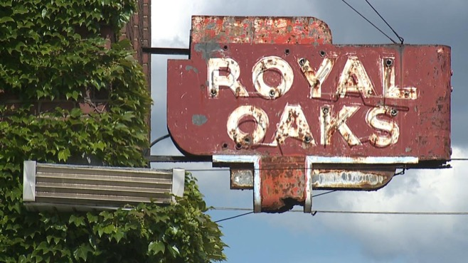 Royal Oaks bar in Youngstown_47987
