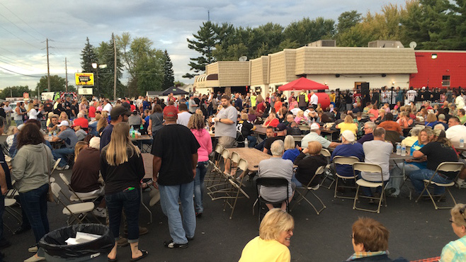 Big crowds gather in Austintown for $1 million jackpot_52959