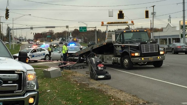 Car accident causes traffic lights to go out on 224 in Boardman_56869