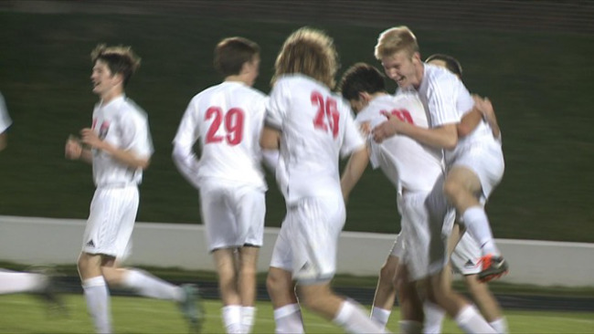 Late flurry helps Salem soccer advance_55566