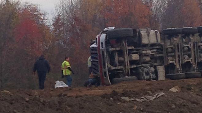 Truck overturns on dirt mound in Vienna_56338