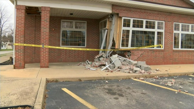 Elderly woman crashes into Campbell post office_62616