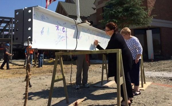 Akron Children's Hospital Boardman beam signing_81049
