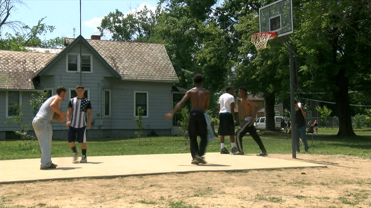 New basketball courts in Warren_86826