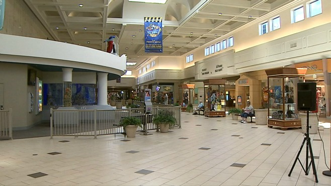 Wet Seal is leaving the Eastwood Mall_117345