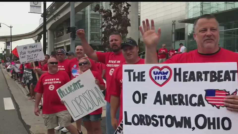 Laid Off Gm Lordstown Workers Rally In Detroit On First